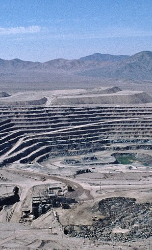 Figure 2. Mine de cuivre de Chuquicamata au Chili (Google)