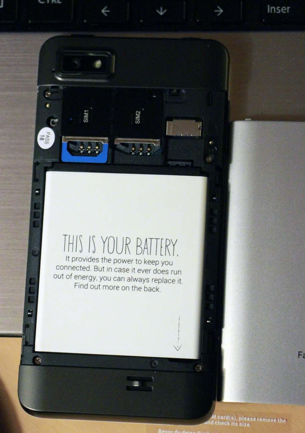 FP1 - Accès à la batterie et aux cartes SIM